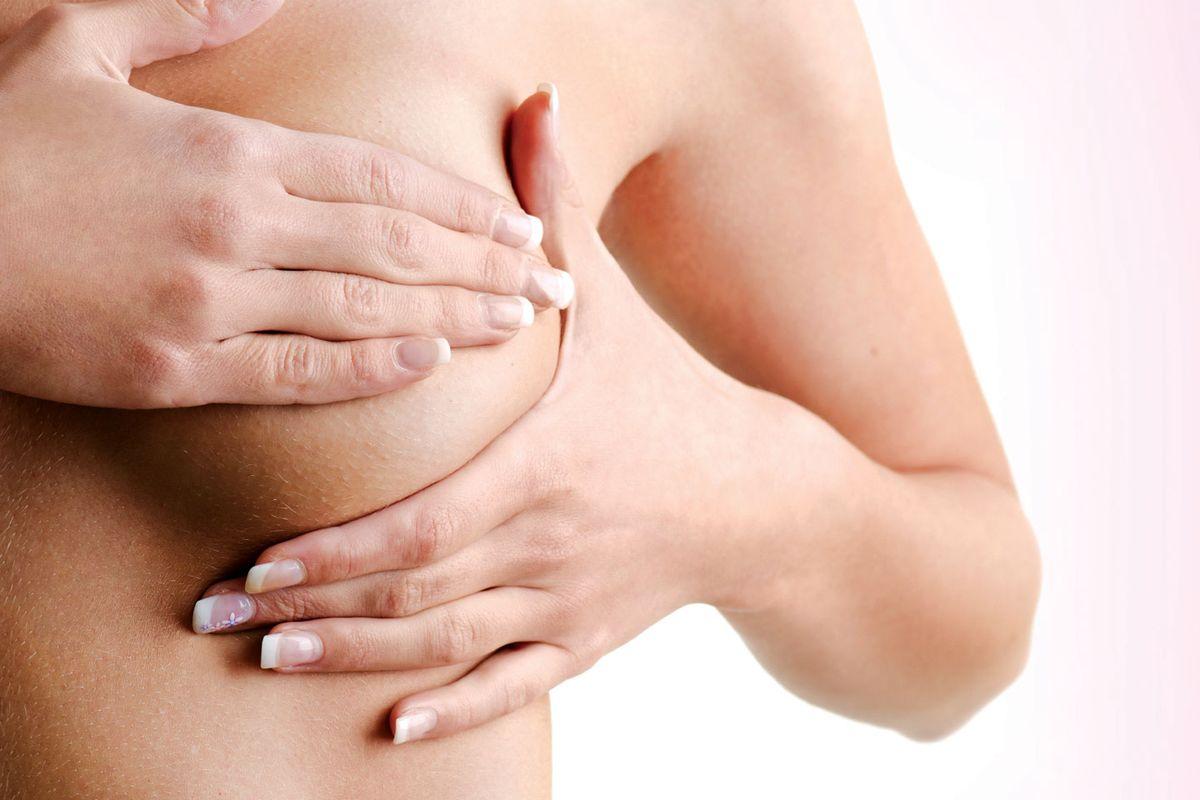образование уплотнений в груди